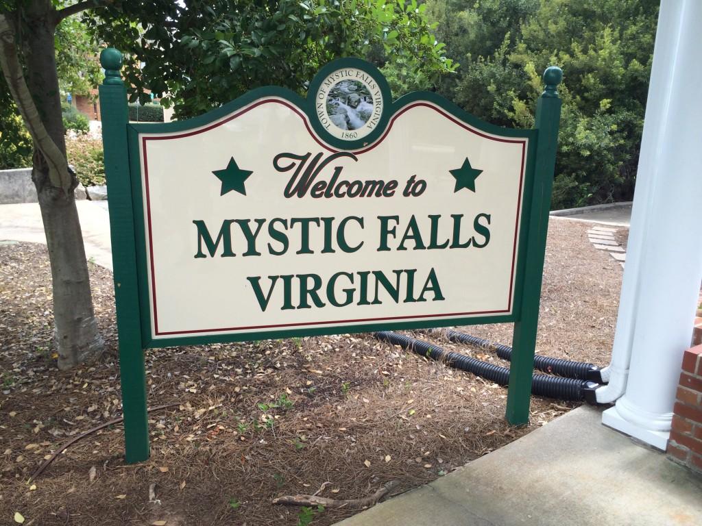 2014-08-30 Mystic Falls sign-01